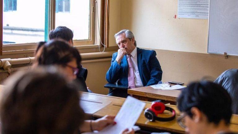 Alberto tomó examen a 6 alumnos de Derecho, en su último día como profesor