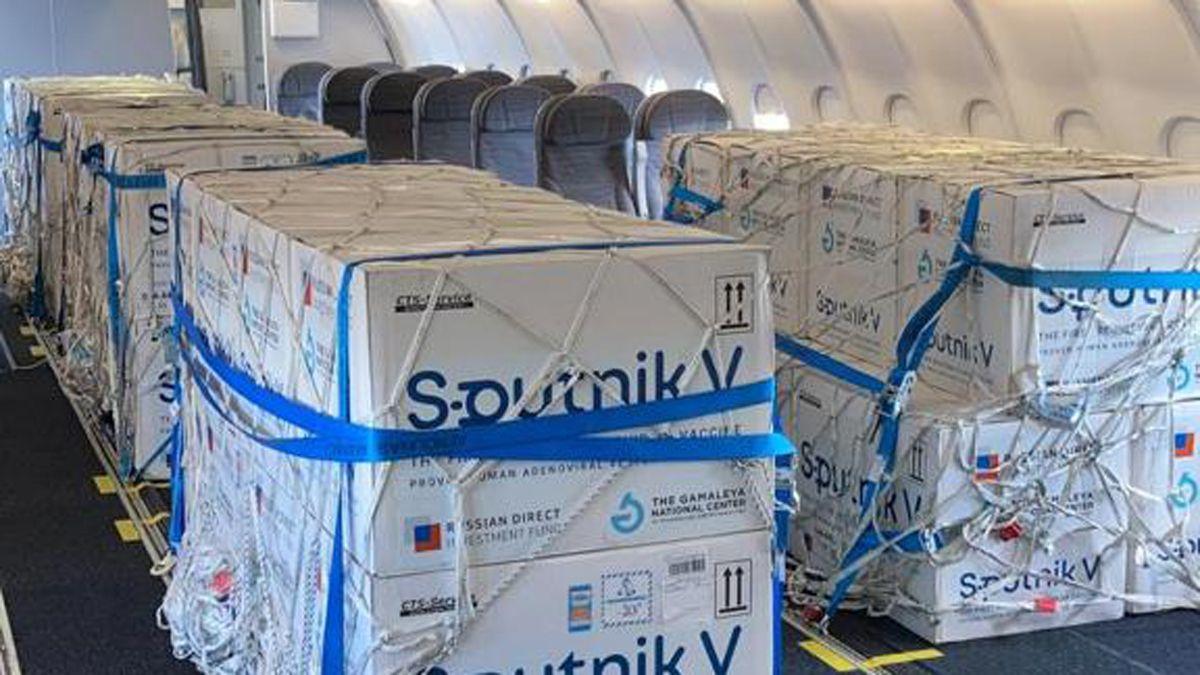El Gobierno oficializó el pago de un seguro de logística a una reconocida empresa para poder traer desde Rusia las vacunas Sputnik V contra el coronavirus.