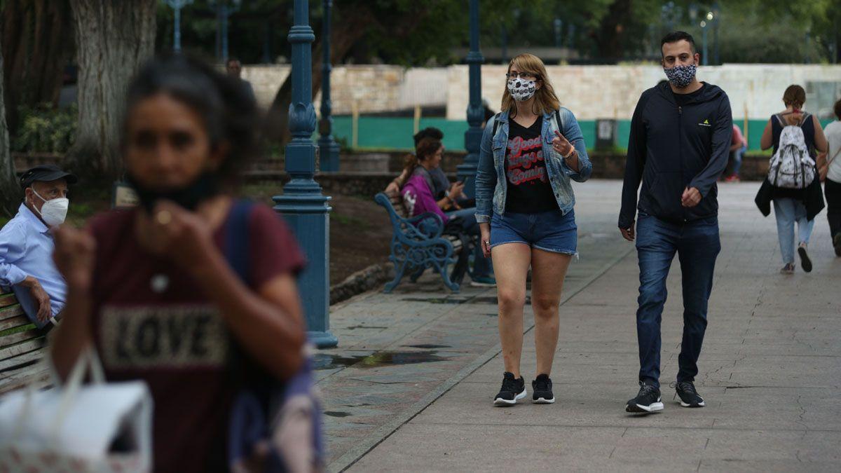 Las autoridades locales están preocupadas porque los casos de coronavirus en Mendoza siguen creciendo y muchas personas se han relajado en los cuidados básicos