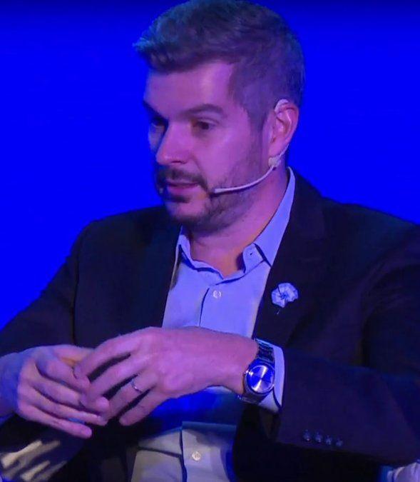 Video: el jefe de Nokia revoleó un iPhone por el aire, fastidiado con la osadía de un insistente periodista