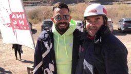 Carlitos Tevez en Potrerillos, con el dueño de Argentina Rafting Expediciones, Rodofo Navío.