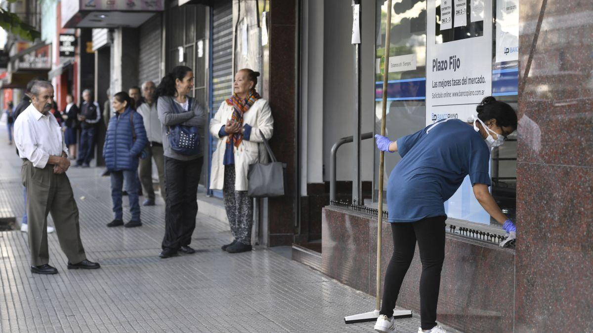El Banco Central emitió un comunicado para explicar como funcionarán bancos y empresas de cobro de servicios durante las restricciones.