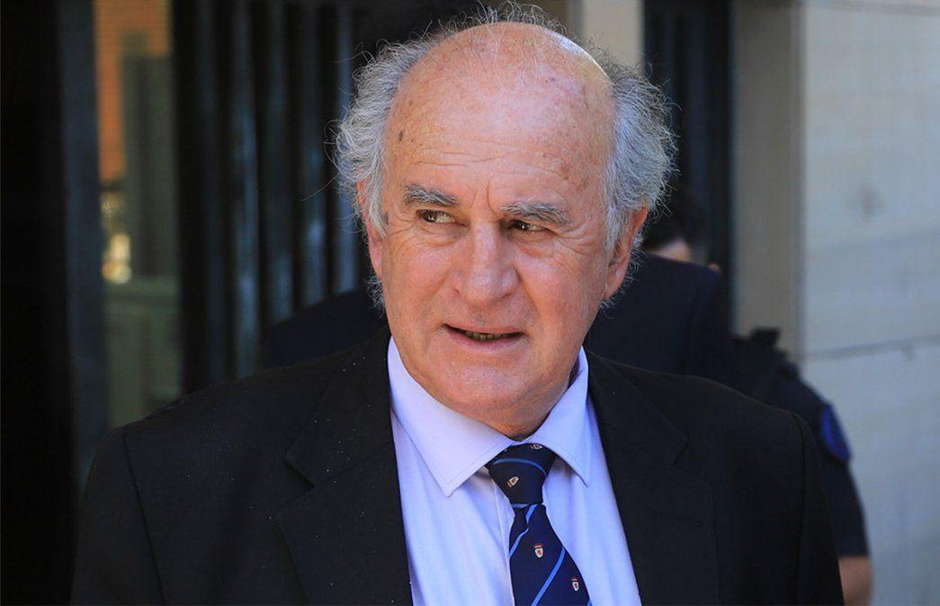 Senadores del Frente de Todos presentaron su dictamen para reducir la mayoría requerida para elegir al procurador General a 37 votos. La reunión de comisión la presidió Oscar Parrilli.