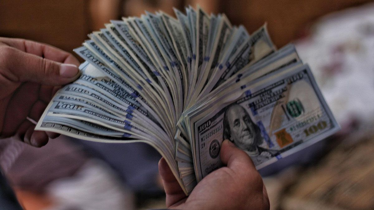 La diferencia entre el dólar mayorista y el blue se posicionó en 74