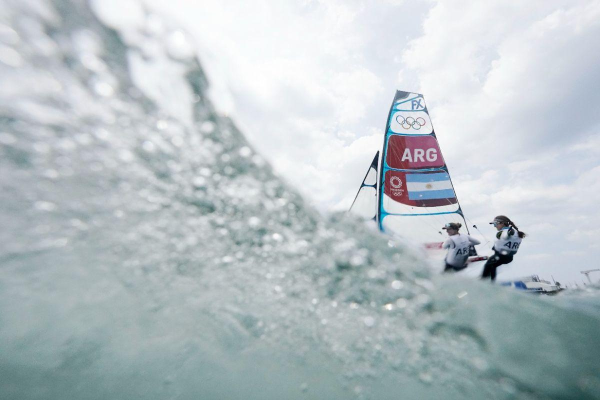 Victoria Travascio y Sol Branz ganaron la primera regata para Argentina en los Juegos Olímpicos 2021.