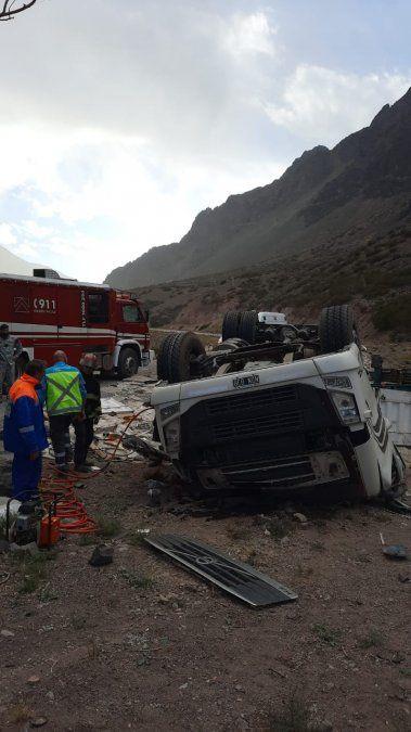 Personal de Bomberos llegó hasta el lugar del accidente.