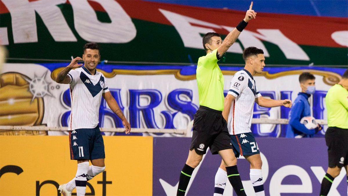 Vélez venció a Liga de Quito y se acomodó en su grupo