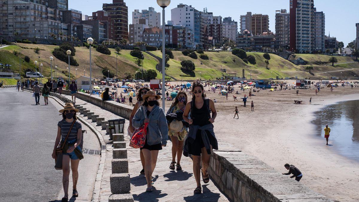El Gobierno nacional dio a conocer los indicadores para las nuevas restricciones. Se remarcó que busca mantener la temporada turística hasta marzo como estaba previsto.