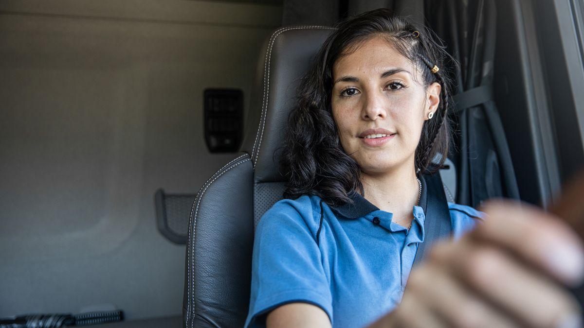 De Luján. Es Estefanía Gómez. Renunció a su trabajo en un hotel para ser camionera.