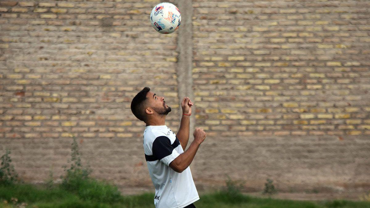 El defensor Gabriel Vallés tuvo su debut con la camiseta de Gimnasia y Esgrima.