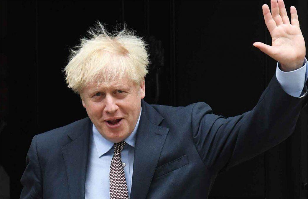 El primer ministro británico Boris Johnson debió desmentir una chocante frase: No más confinamientos de mierda