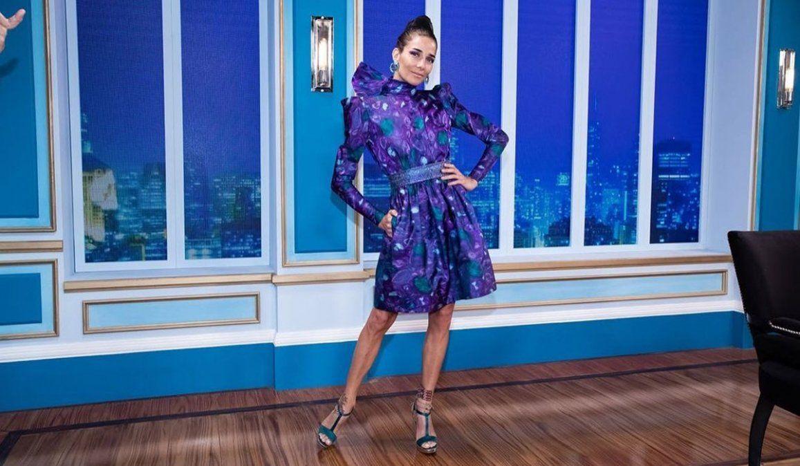 Juana Viale describió su look y se levantó la falda para mostrar más