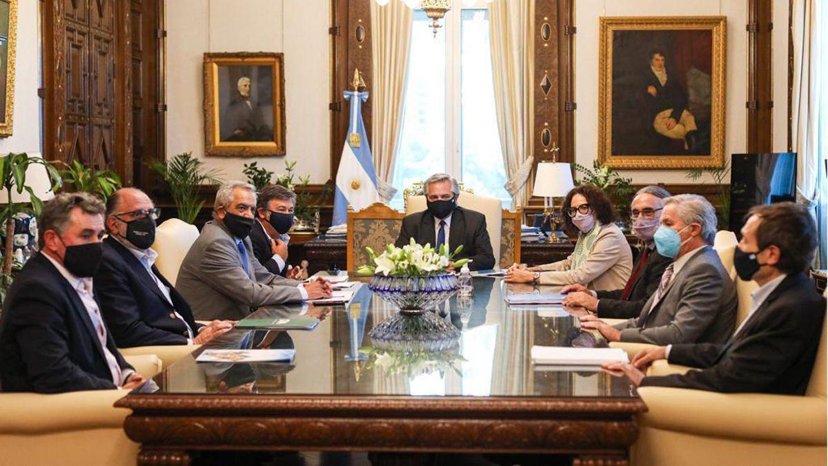 El Presidente junto a integrantes de la Mesa de Enlace dialogaron sobre las retenciones.
