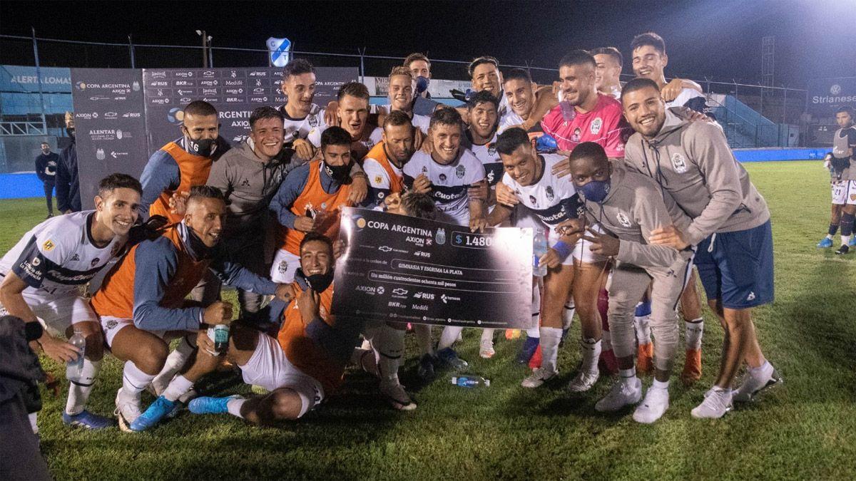 Gimnasia no tuvo piedad con Dock Sud en la Copa Argentina
