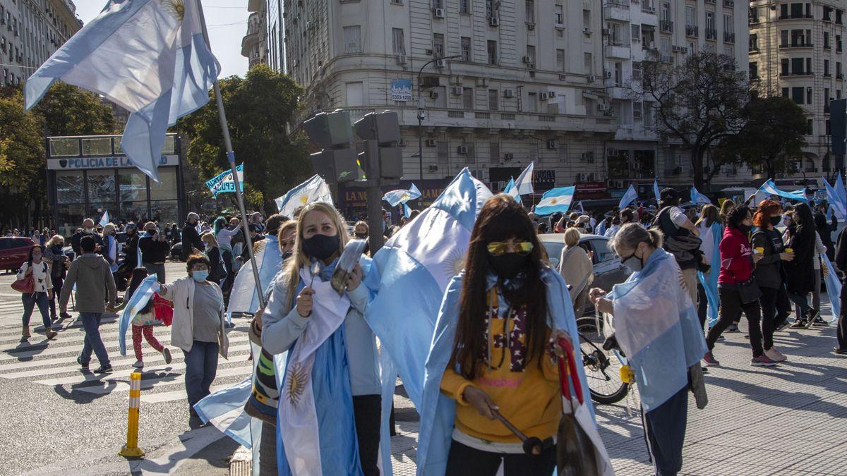 Banderazo. La oposción llamó a una nueva marcha para esta tarde.