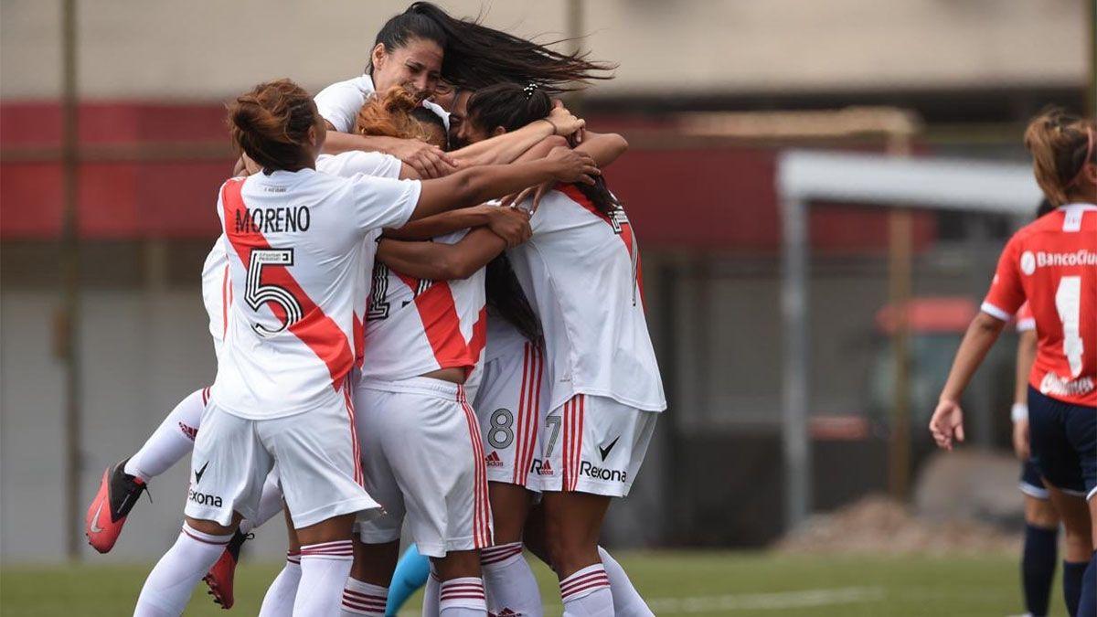 Las chicas de River golearon a Independiente y pasaron a semifinales