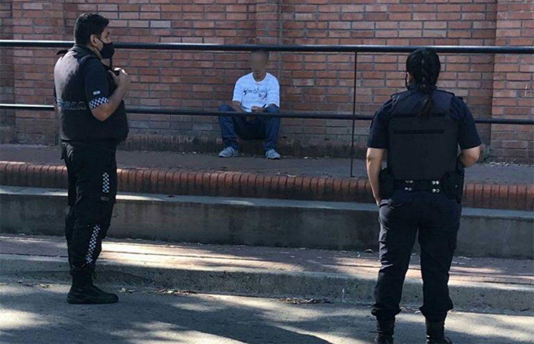 El hombre de 48 años con las facultades mentales alteradas ya había protagonizado otros tres hechos similares en Vicente López. Fue internado tras el episodio en la Quinta de Olivos.