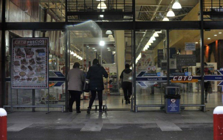 La Justicia rechazó el pedido para que dos supermercados no abran los domingos