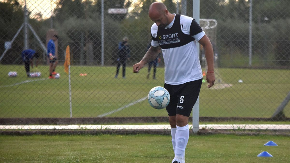 El defensor Renzo Vera es uno de los jugadores referentes de Gimnasia y Esgrima.