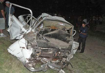 Toda una familia y un chofer murieron en un accidente vial en San Carlos