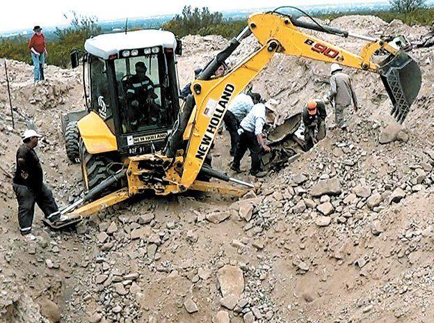 En Campo Las Lajas se realizaron diversas excavaciones para encontrar a personas desaparecidas durante la última dictadura militar. Se sabe que allí se cometieron delitos de lesa humanidad.