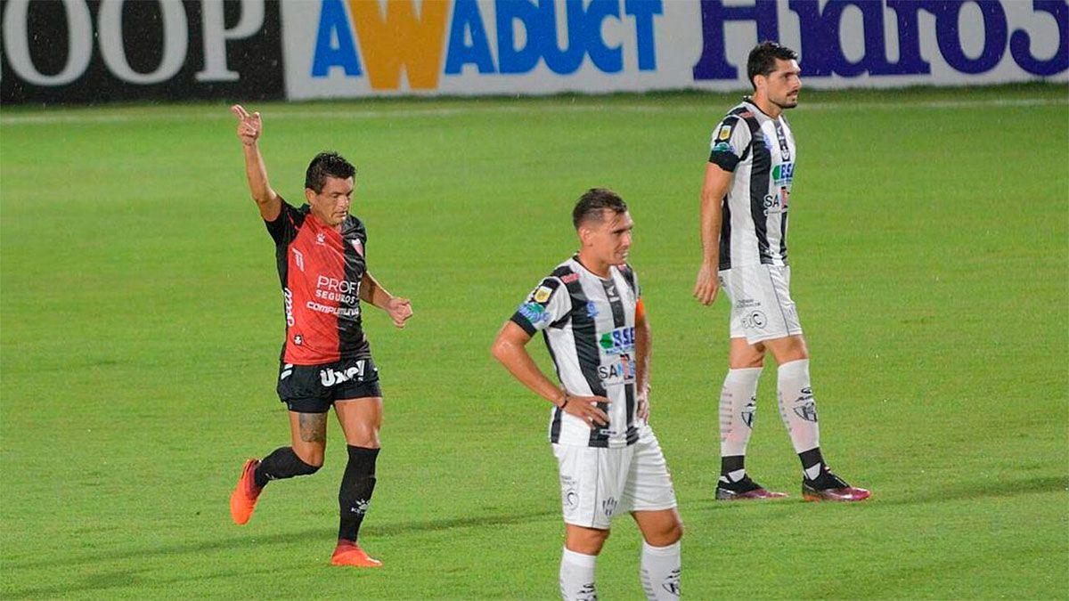 Colón goleó a Central Córdoba y el Pulga Rodríguez marcó