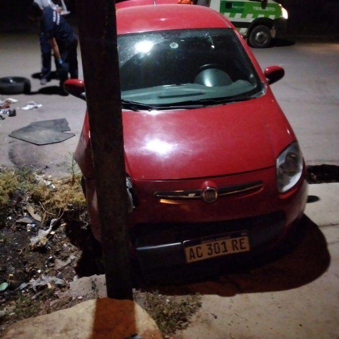 Los delincuentes escaparon con el botín tras robar en una casa de Godoy Cruz y durante la huída chocaron contra un árbol. El conductor fue detenido.
