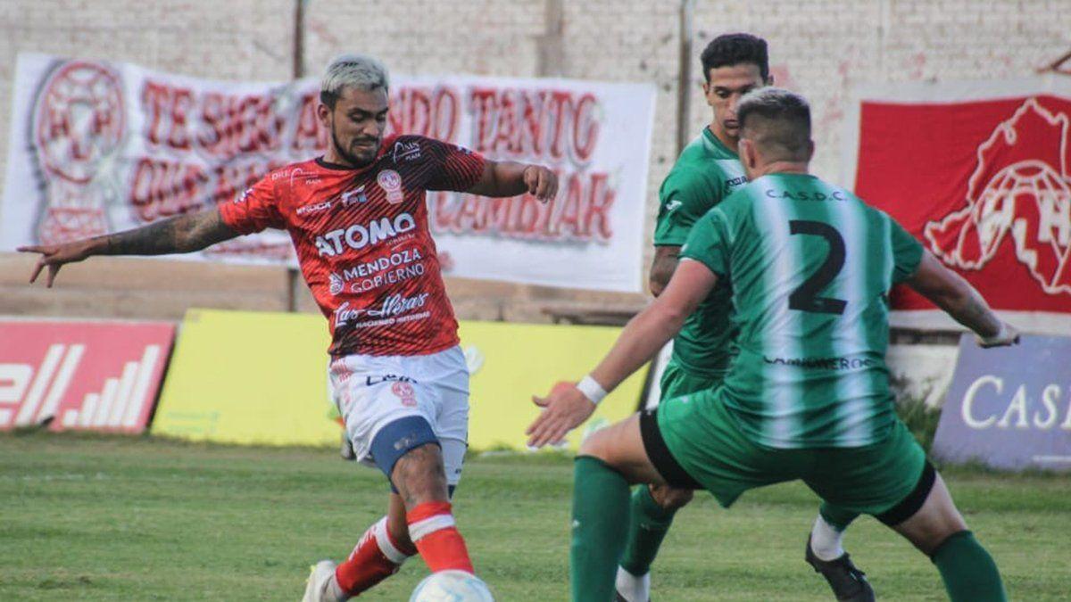 El delantero Lucas Agüero sintió felicidad por el triunfo del Globo.