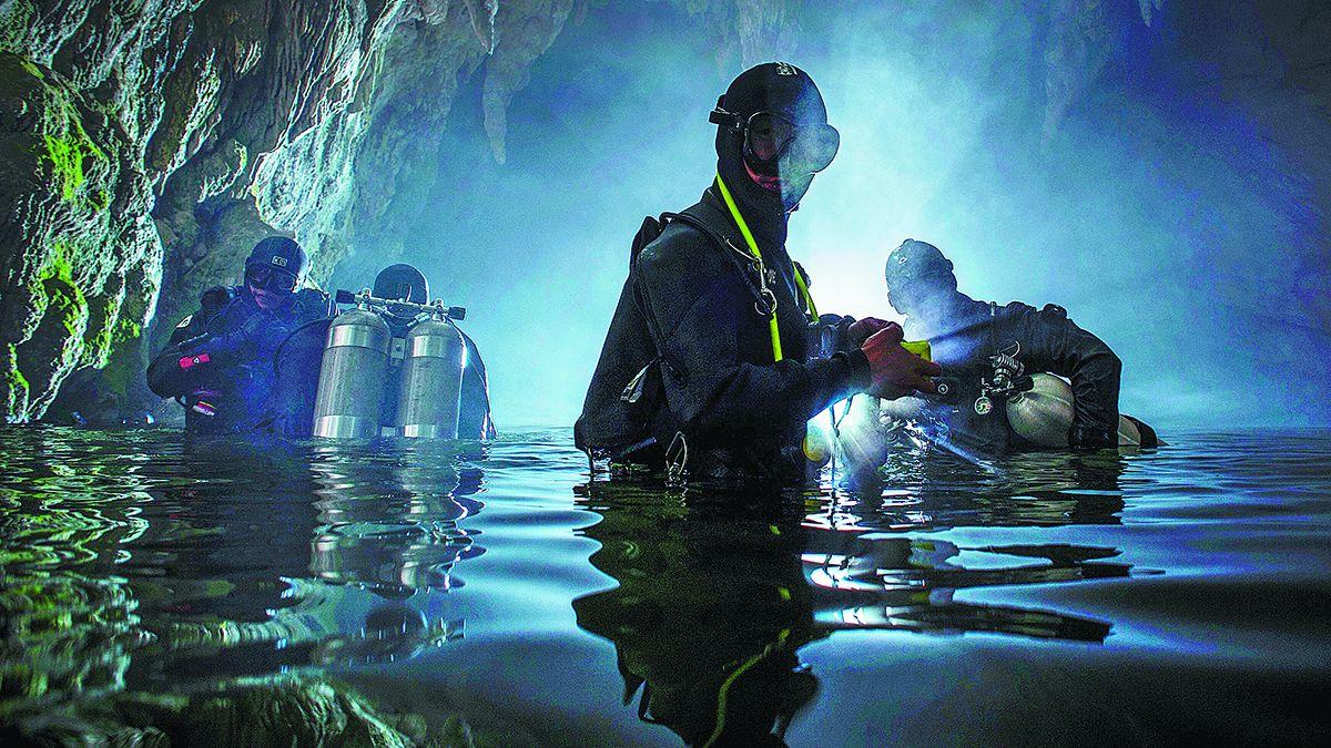 Zhou Yuanjie ha explorado más de 40 cuevas en la provincia de Guizhou
