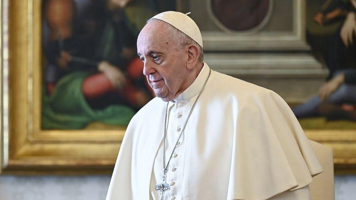 El Papa fue vacunado este miércoles tres semanas después de recibir la primera dosis.
