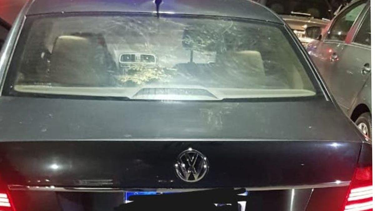 Tiroteo. Así quedó el auto de los delincuentes.