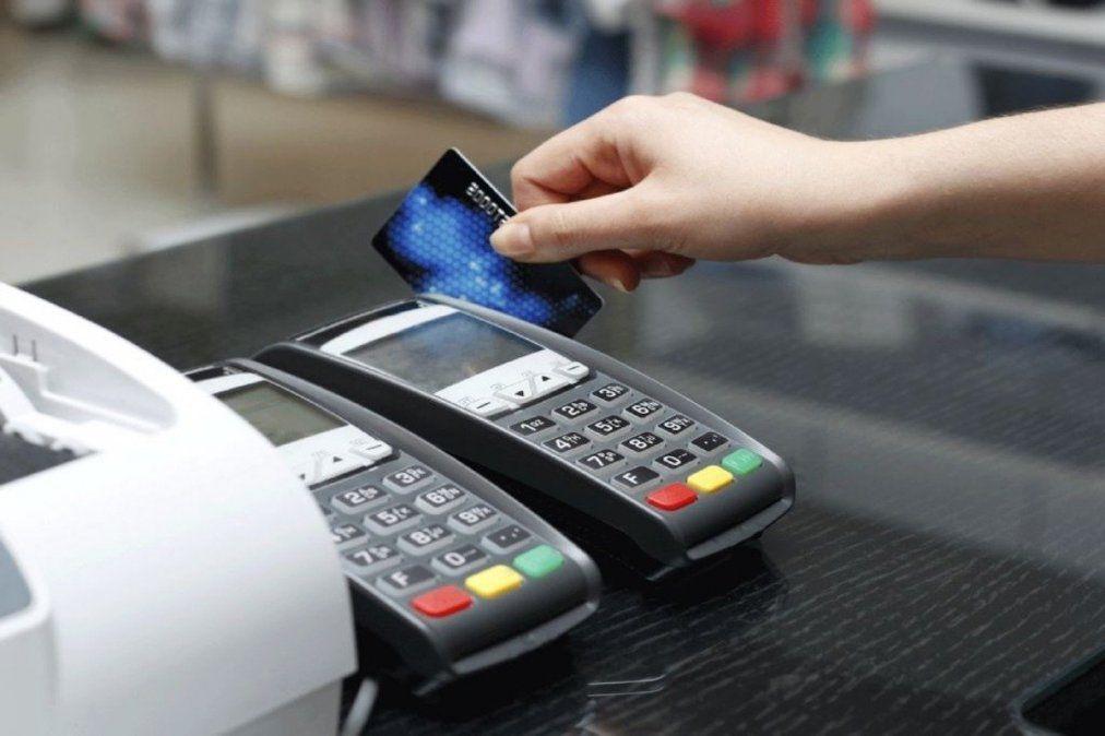 Con el fin de incentivar el uso de medios electrónicos de pago el Central informó nuevas medidas para las ventas con tarjetas de débito.