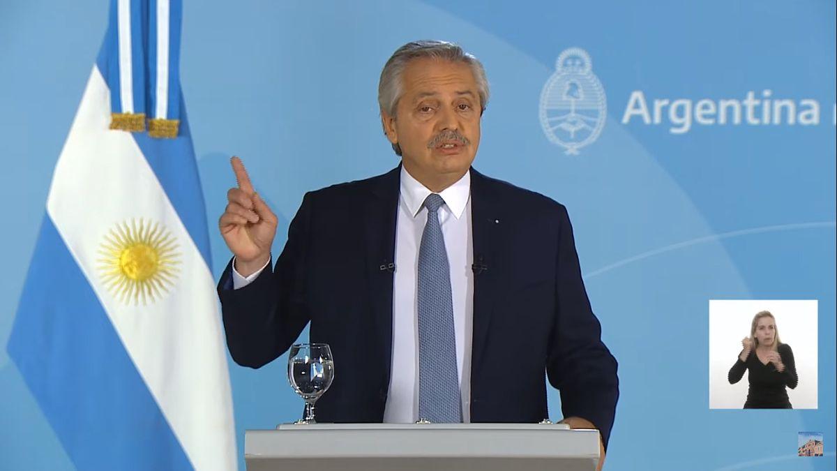 Alberto Fernández le habla al país por cadena nacional.