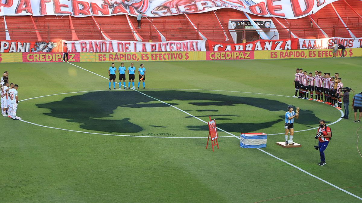 Argentinos Juniors le hizo un emotivo homenaje a Maradona