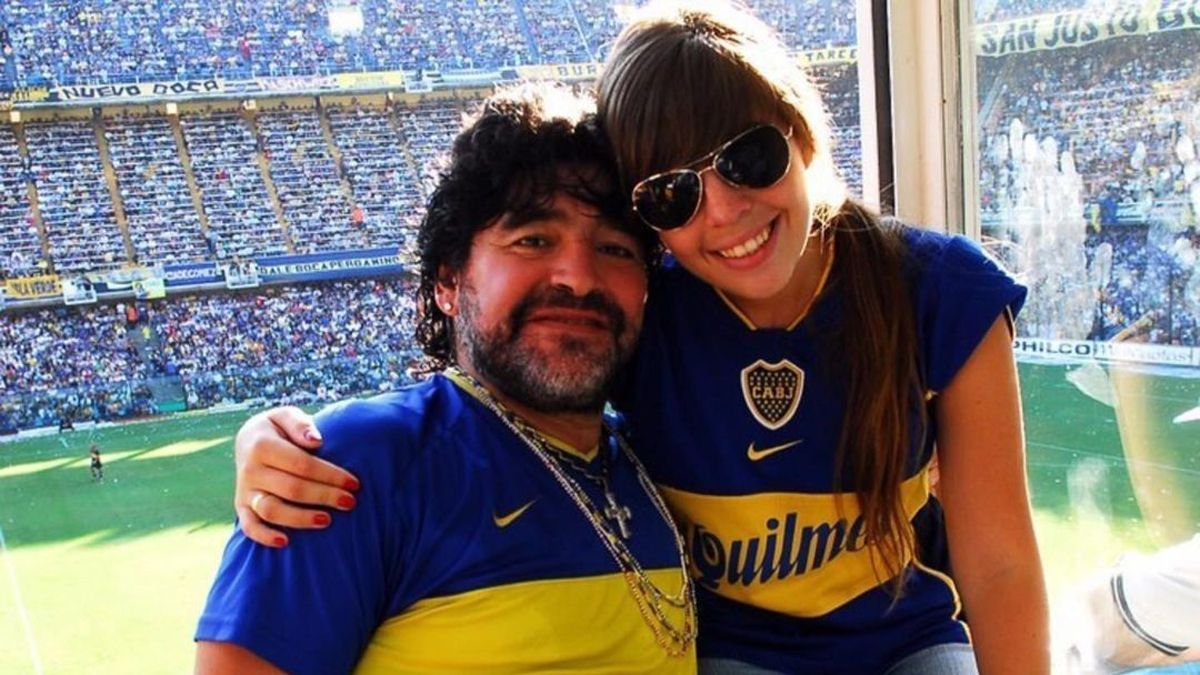 Diego y Dalma Maradona en el palco de la cancha de Boca.
