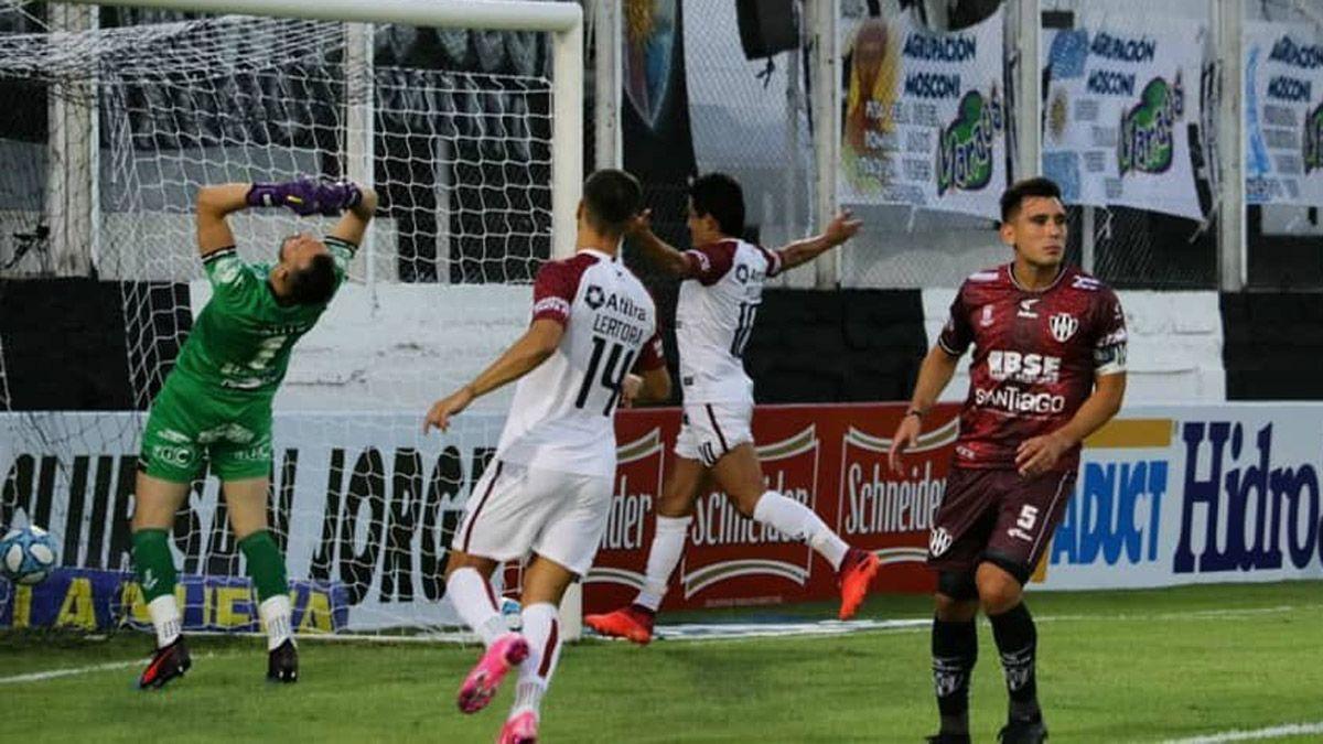 Colón triunfó en Santiago del Estero y ganó la zona 2