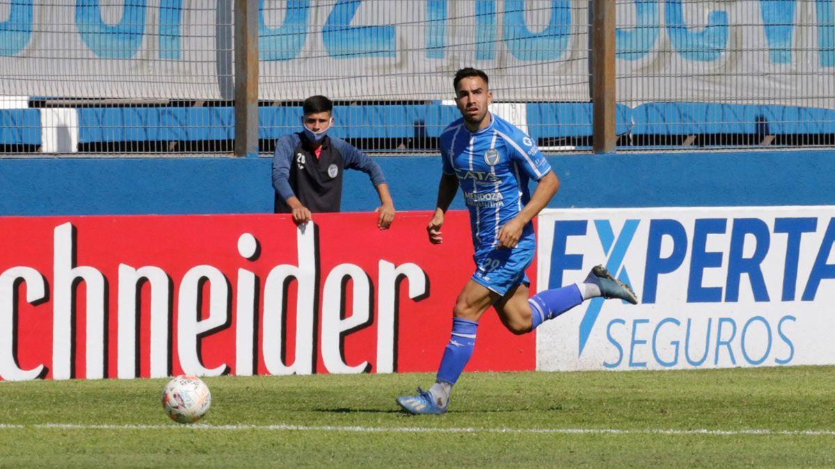 El defensor Hugo Silva tiene mucha proyección en el Tomba.