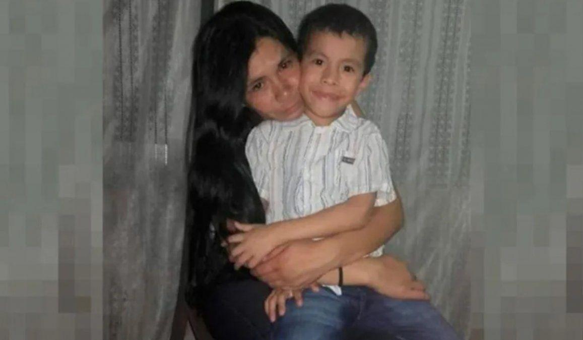 Laura Silvana Rivero y al hijo de 6 años.