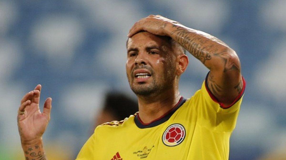 En la Copa América, Edwin Cardona no pudo convertir el penal ante Argentina.