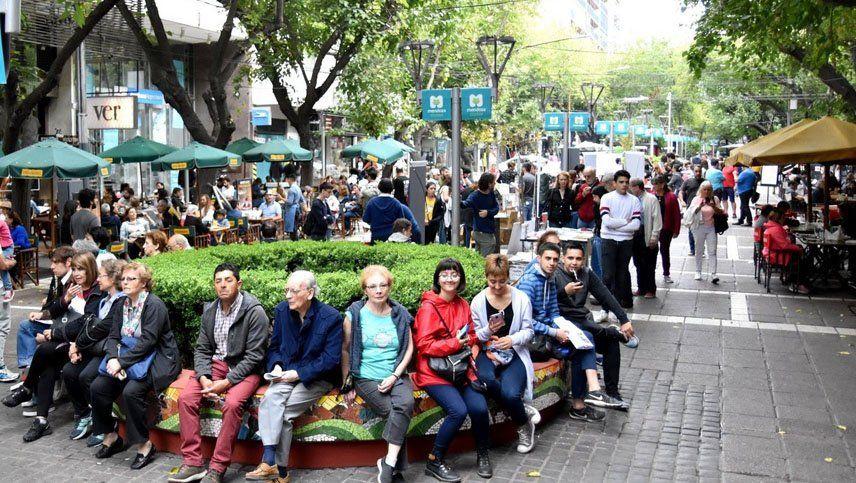 La Peatonal Sarmiento celebra sus 30 años con promociones y espectáculos