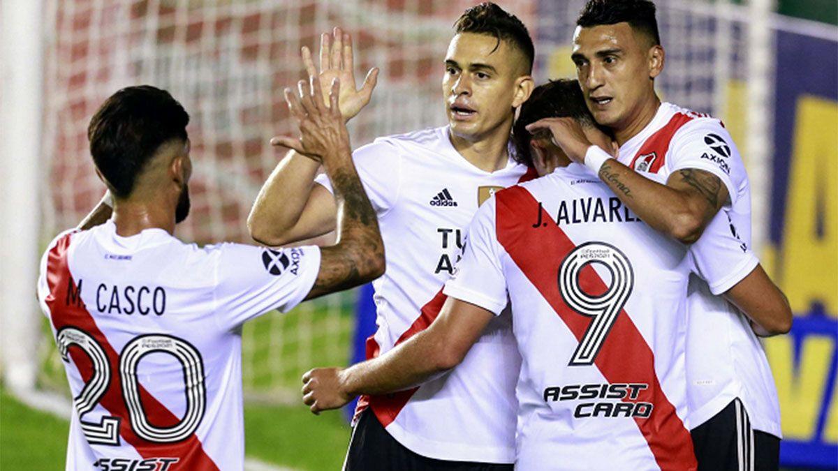 Matçias Suárez festeja la apertura del marcador con Borré