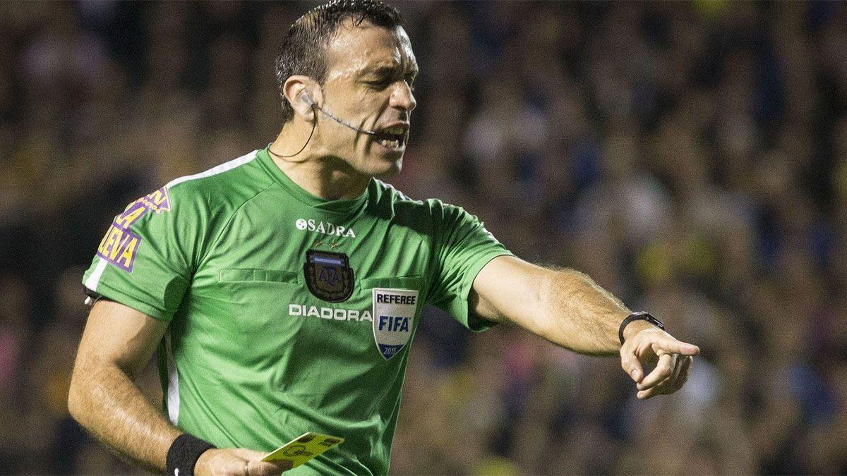 El árbitro Jorge Baliño fue increpado duramente