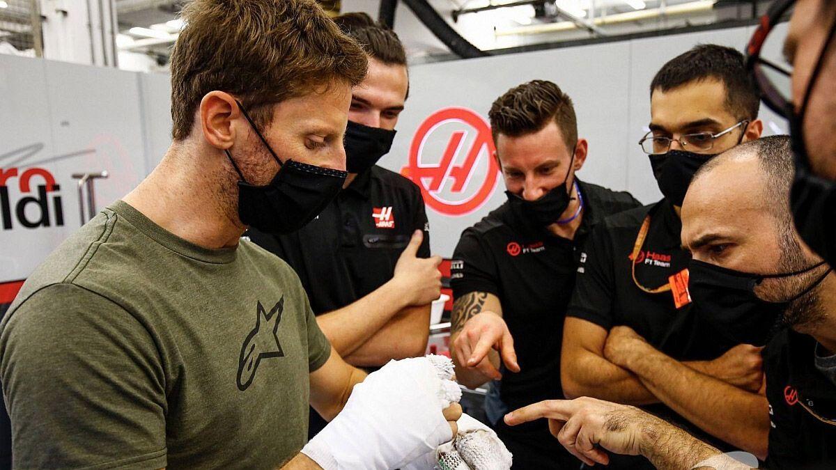 Grosjean se sacó las vendas y mostró sus manos quemadas