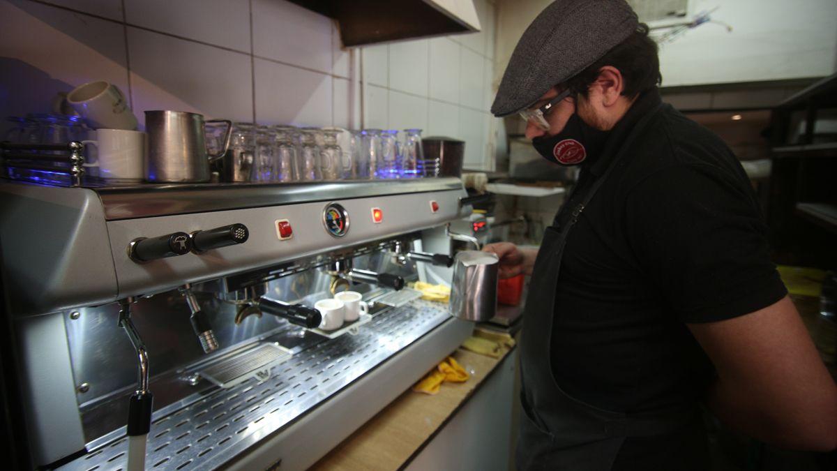 Los cafés de Mendoza se encuentran abiertos cumpliendo los protocolos por coronavirus.