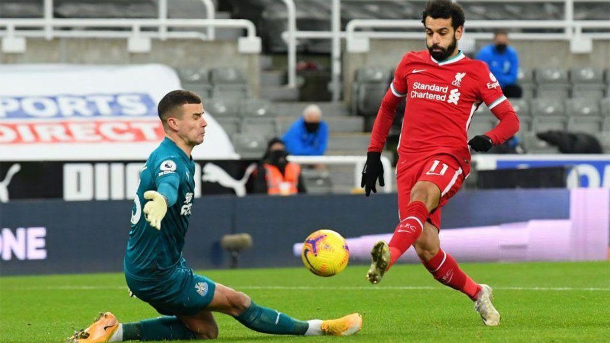 El líder Liverpool sigue dejando puntos en el camino