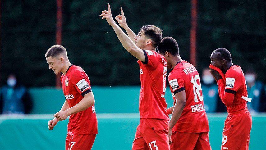 Alario marcó en el triunfo del Leverkusen que clasificó a la final
