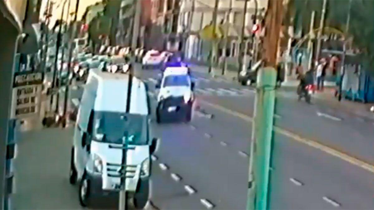 Video: patrullero atropelló y mató a un delivery