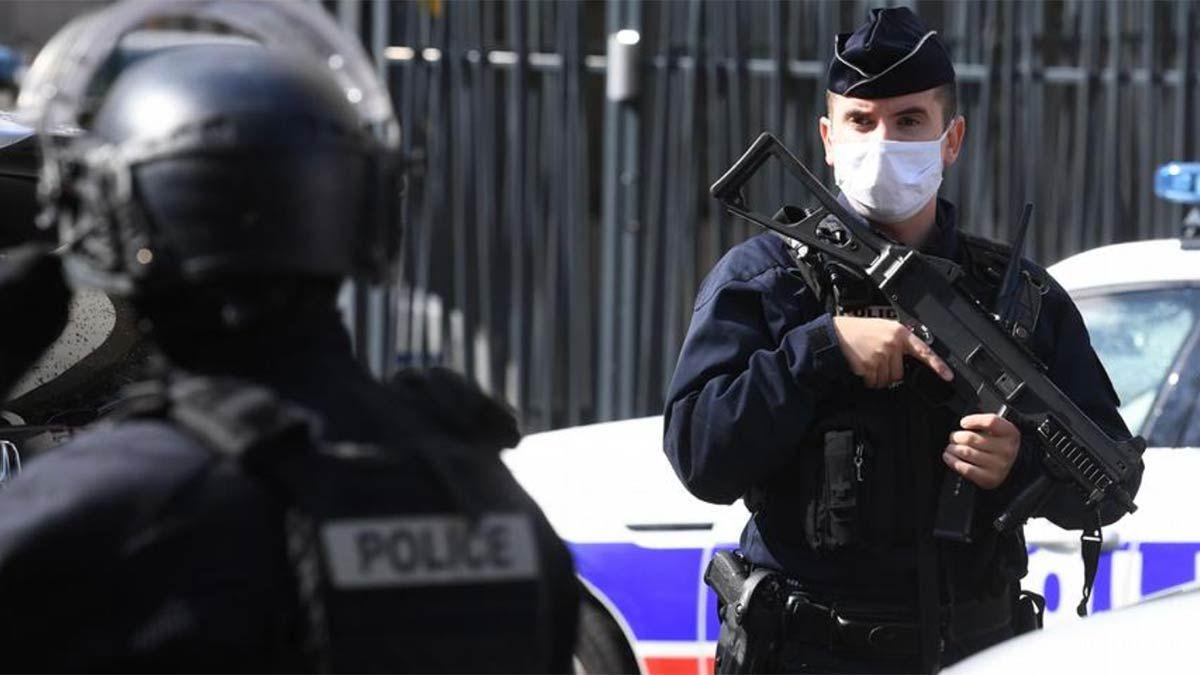 Un hombre decapitó a un profesor en una zona cercana a París.