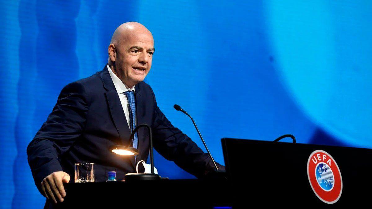 El presidente de la FIFA rechazó la creación de la Superliga