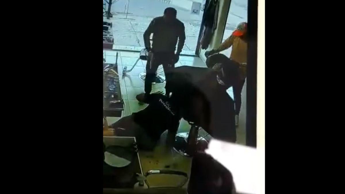 Una cámara captó el violento asalto en Maipú.